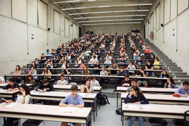 Alumnado antes de realizar la prueba en Pamplona