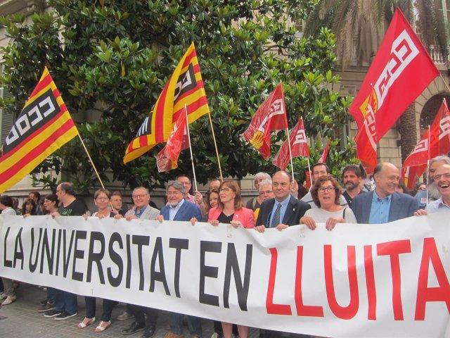 Concentración sindical con equipos de gobierno de universidades en Barcelona