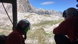 Realizadas batidas por tierra en Picos de Europa y un rastreo en helicóptero para hallar a los montañeros suizos