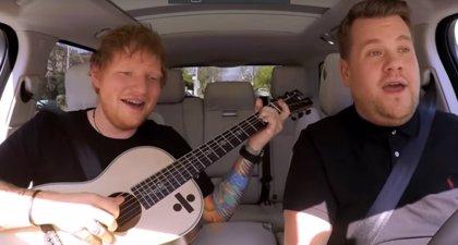 VÍDEO: Risas, canciones y competición de engullir Maltesers en el Carpool Karaoke de Ed Sheeran con James Corden