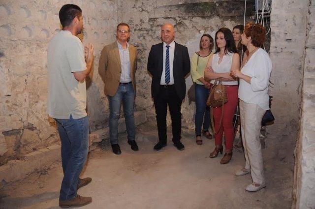 Antonio Ruiz (centro) durante su visita a Castro del Río