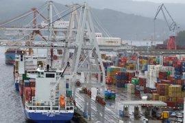 Segunda jornada de paros sin incidencias en el Puerto de Vigo, donde un solo barco ha descargado mercancía