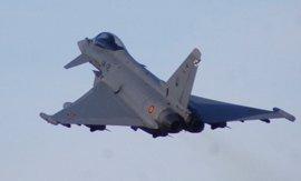"""Defensa decidirá """"razonablemente pronto"""" si sustituir los F-18 con nuevas versiones, F-35 americanos o Eurofighters"""