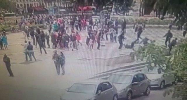 Vídeo del ataque a un policía en Notre Dame, París
