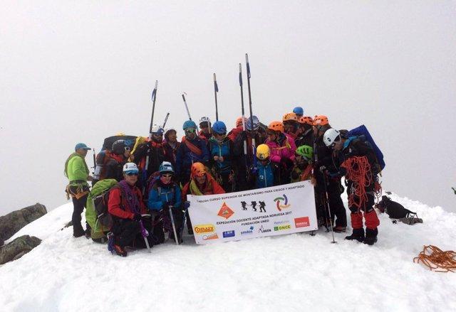 La expedición en la cumbre del Galdhoepiggen