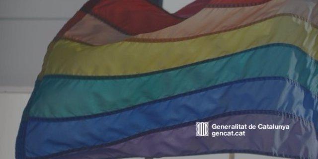 Imagen de una bandera arcoíris LGTBI