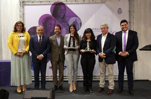 Nota De Prensa Y Fotografía: Premio Internacional Campaña Estamos Con Ellas