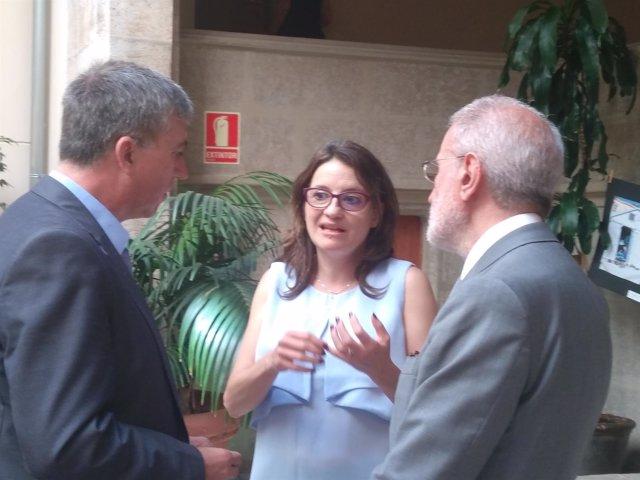 Oltra, Morcillo y Climent tras presentar la nueva Cátedra de Economía Feminista