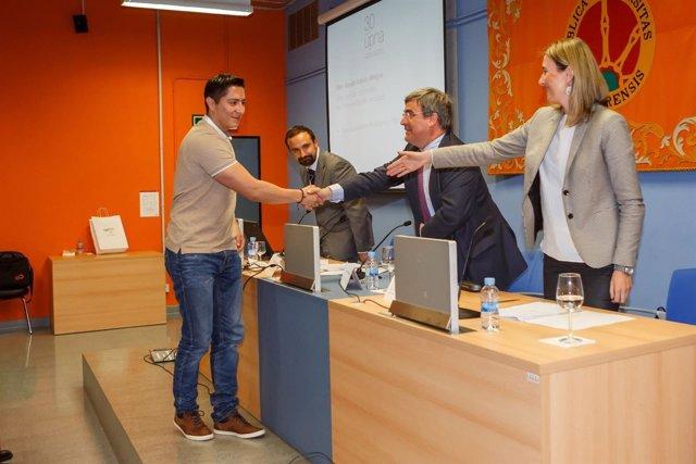 El ganador del V Premio Clarín de Noticias Jurídicas Breves, Kevin Guadalupe.