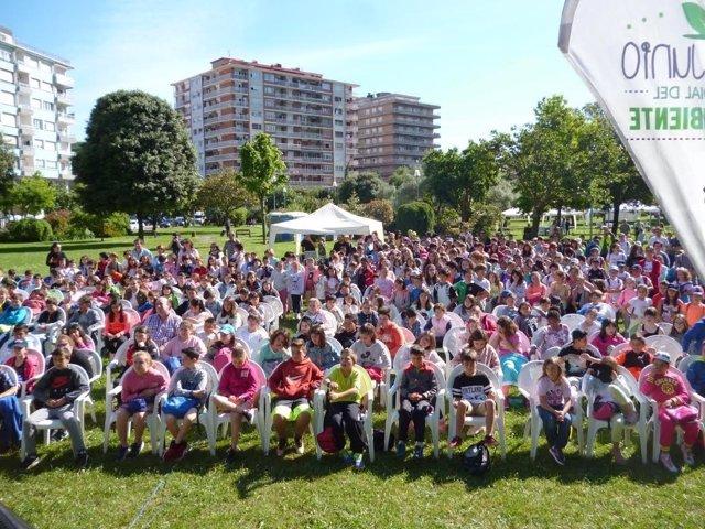 Escolares participantes en el Día Mundial del Medio Ambiente en Laredo