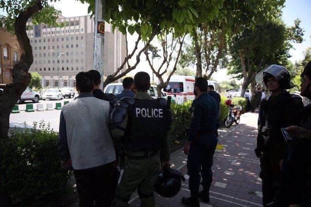 Ataque contra el Parlamento y el mausoleo de Jomeini en Irán