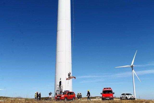 Los bomberos de la DPZ han realizado un simulacro en un aerogenerador