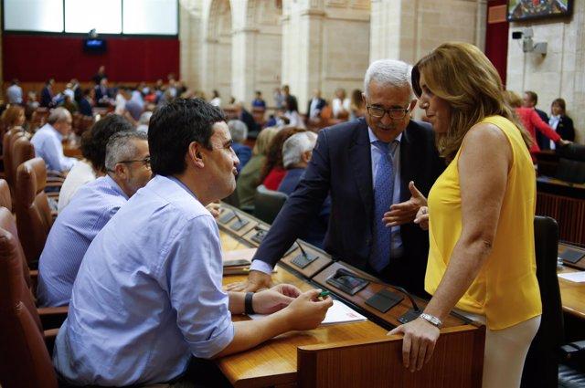 Susana Díaz, Mario Jiménez y Jiménez Barrios, en el Parlamento