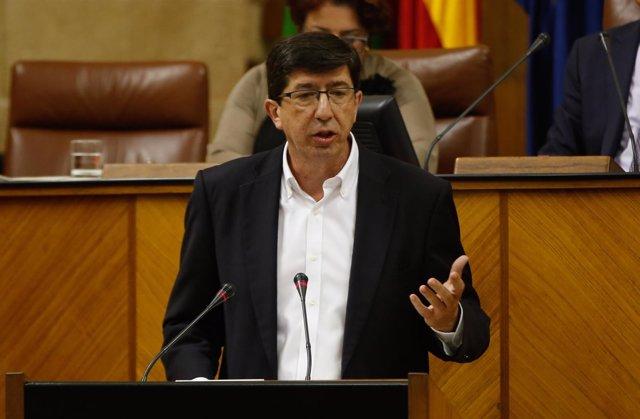 El presidente y portavoz del grupo parlamentario de Cs, Juan Marín