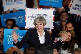 Theresa May, una cita con la historia tras una campaña turbulenta