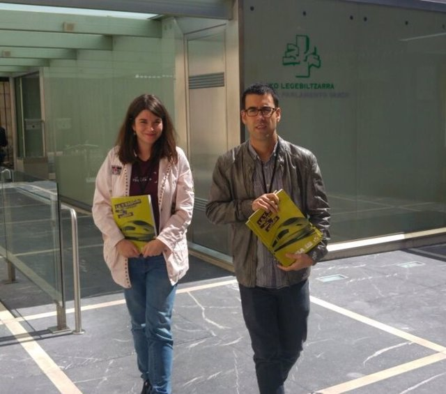 ELA y LAB han registrado en el Parlamento Vasco