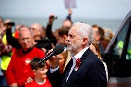 Jeremy Corbyn desafía a las expectativas con un regreso a las esencias socialistas