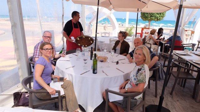 Algunos de los periodistas polacos en un almuerzo