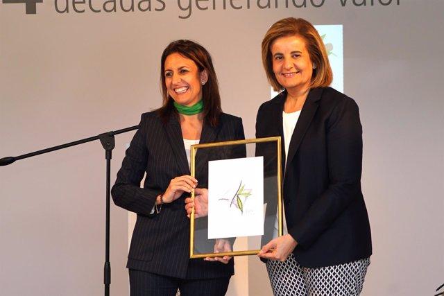 La ministra Fátima Báñez y la presidenta de la FEHM, Inmaculada de Benito