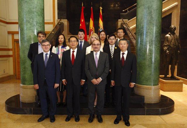 Lambán con elembajador de China en España