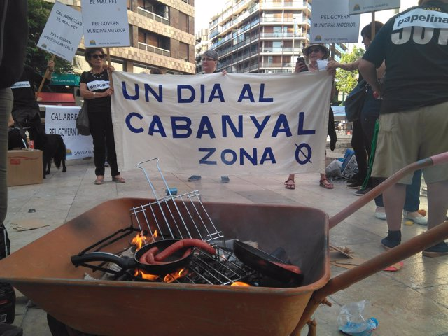 Concentración de Salvem el Cabanyal en la plaza de los Pinazos
