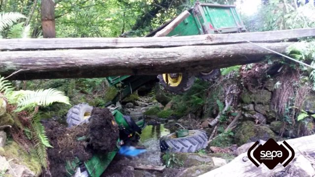 Vuelco de un tractor con fallecido en Caso