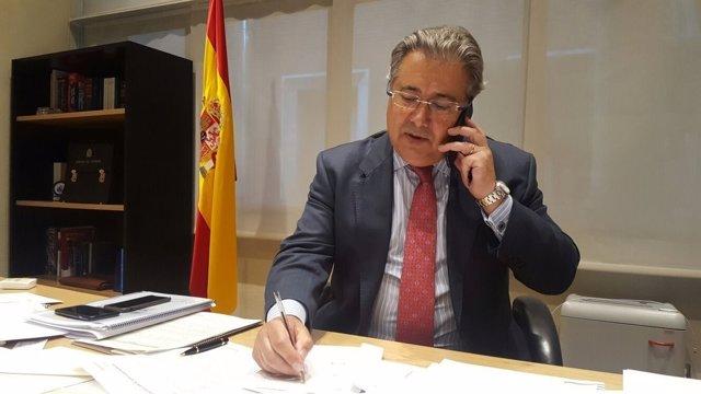 Zoido habla con su homóloga británica sobre el español Ignacio Echeverría