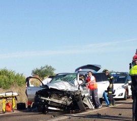 Una fallecida y un herido en el choque entre dos turismos cerca de Solana de los Barros