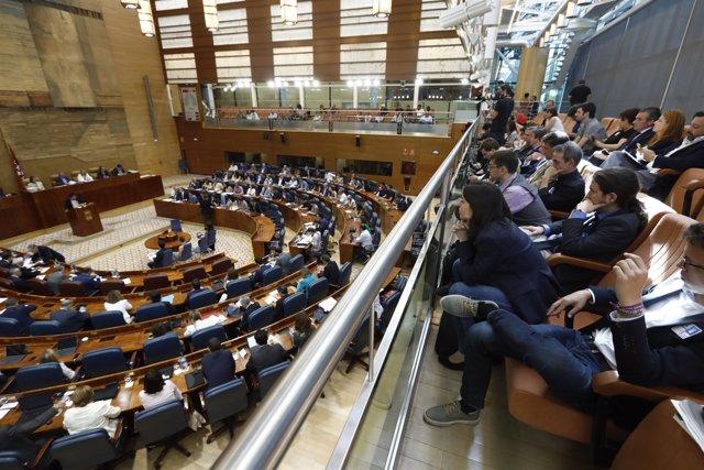 Pablo Iglesias, Irene Montero y Monedero siguen el debate de la moción