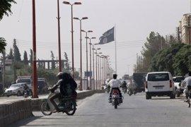 Aviones de combate sirios atacan una posición de Estado Islámico en Raqqa