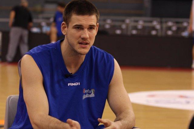 Nik Caner-Medley Estudiantes