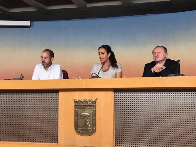 Begoña Villacís con ediles de su grupo en rueda de prensa