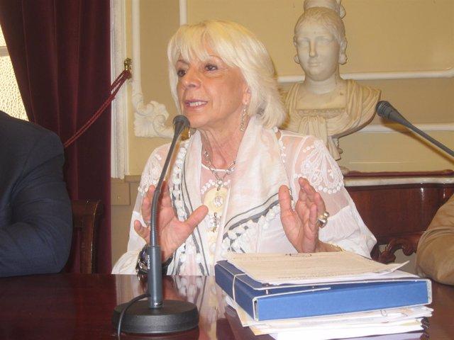 La alcaldesa de Cádiz en funciones, Teófila Martínez, en rueda de prensa