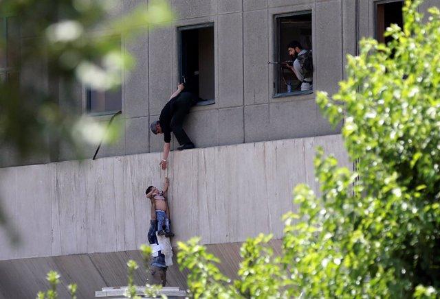 Atentado contra el Parlamento de Irán