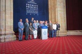 """El jurado sostiene que la poesía de Zagajewski """"confirma el sentido ético de la literatura"""""""