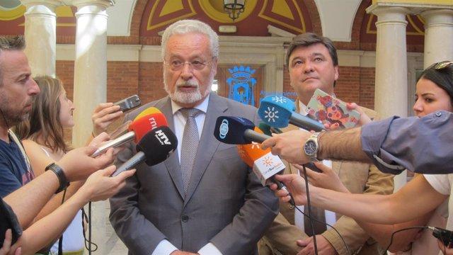 El Defensor del Pueblo Andaluz, Jesús Meztu, en Huelva.