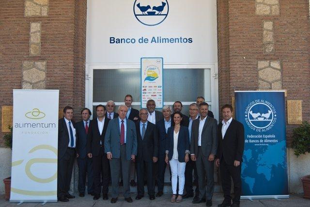 Donación de Central Lechera Asturiana al Banco de Alimentos