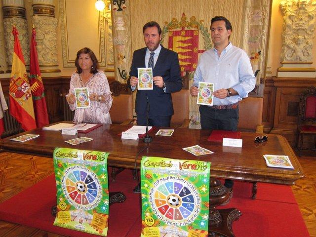 La concejal de Educación, Óscar Puente y el director de Estación Gourmet