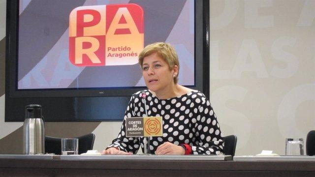 La diputada del PAR, Berta Zapater, en rueda de prensa en las Cortes