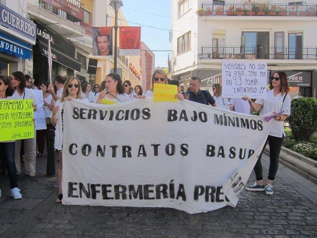 Marcha de los enfermeros opositores desde la Plaza del Rastro hasta la Asamblea