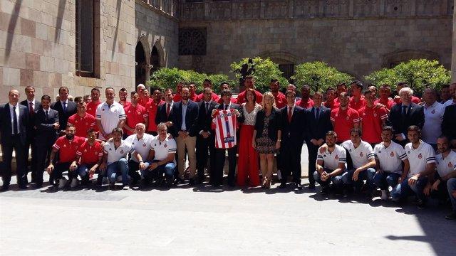 Puigdemont recibe al Girona tras su ascenso