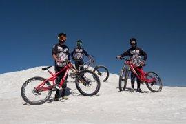 La Sierra Nevada Límite, con un millar de ciclistas, dedica su edición de 2017 a la campaña Respeto Mutuo