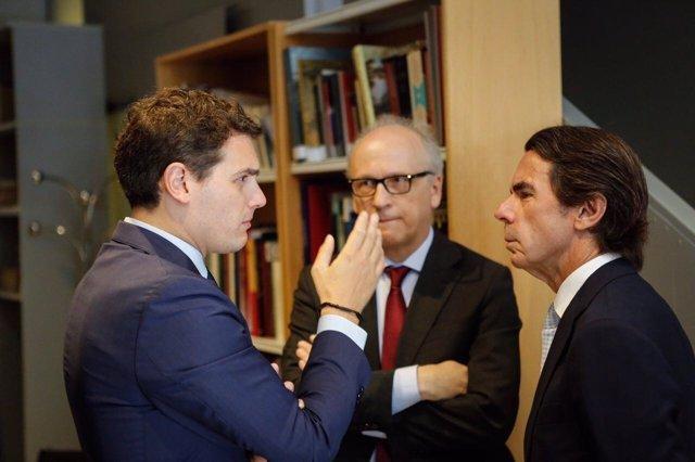 Rivera charla con Aznar y Gabriel Elorriaga