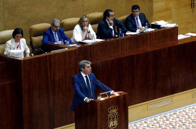 Ángel Garrido durante la moción de censura a Cifuentes