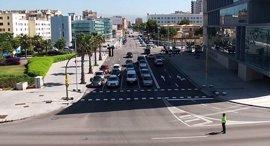Cort habilita nuevas paradas de bus e instala un semáforo para dar servicio a la zona del Palacio de Congresos