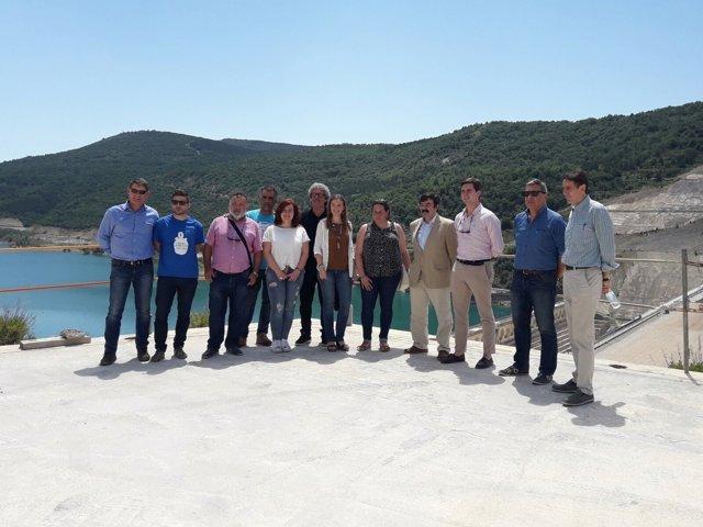 Visita de los diputados de las Cortes de Aragón al embalse de Yesa