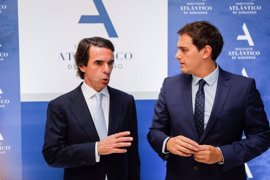"""Rivera defiende ante Aznar que """"el futuro pasa por nuevas políticas y nuevos políticos"""""""