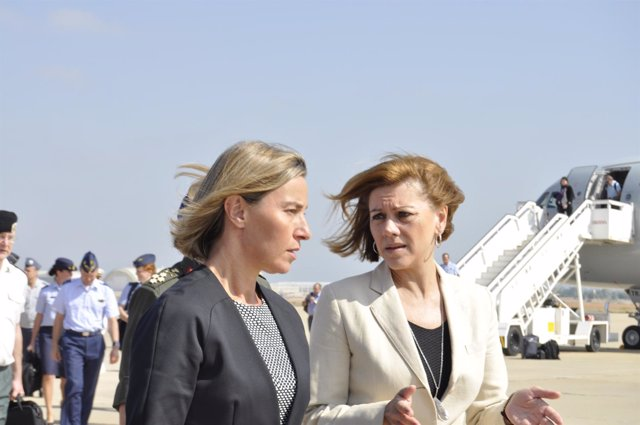 La ministra de Defensa, Dolores de Cospedal, y Federica Mogherini (UE).