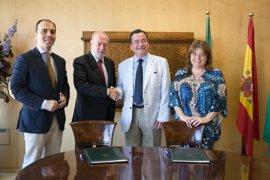 Villalobos firma un convenio con Asprocese para fomentar la gastronomía sin gluten en la provincia de Sevilla