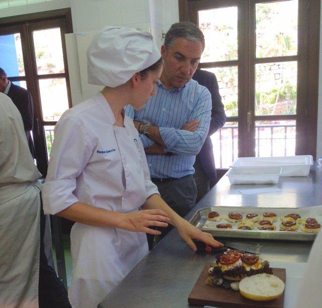 Bendodo junto a la chef joven raquel garcía goumet gastronomía cocina benahavís